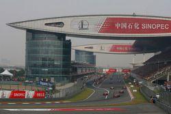 Lewis Hamilton, McLaren Mercedes en la vuelta del desfile