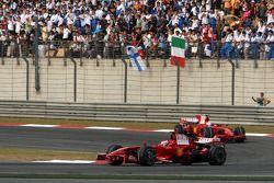 Kimi Raikkonen, Scuderia Ferrari, F2008 lidera a Felipe Massa, Scuderia Ferrari, F2008