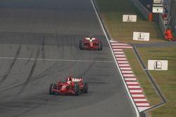 Kimi Raikkonen, Scuderia Ferrari, F2008 lidera a Felipe Massa, Scuderia Ferrari