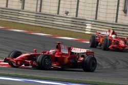 Кими Райкконен, Scuderia Ferrari, F2008 и Фелипе Масса, Scuderia Ferrari, F2008