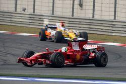 Felipe Massa, Scuderia Ferrari, F2008 lidera a Fernando Alonso, Renault F1 Team, R28