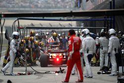 Fernando Alonso, Renault F1 Team, R28, pitstop