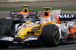 Nelson A. Piquet, Renault F1 Team, R28 lidera a Mark Webber, Red Bull Racing, RB4