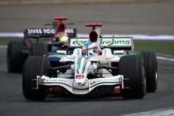 Jenson Button, Honda Racing F1 Team, RA108 devant Sébastien Bourdais, Scuderia Toro Rosso, STR03
