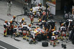 Nelson A. Piquet, Renault F1 Team, R28, pitstop