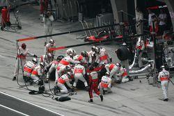 Пит-стоп Льюиса Хэмилтона, McLaren Mercedes, MP4-23