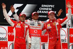 Podium: Sieger Lewis Hamilton mit Felipe Massa und Kimi Räikkönen