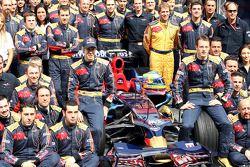Scuderia Toro Rosso team shot, Sebastian Vettel ve Sebastien Bourdais takım ile management, mühendis