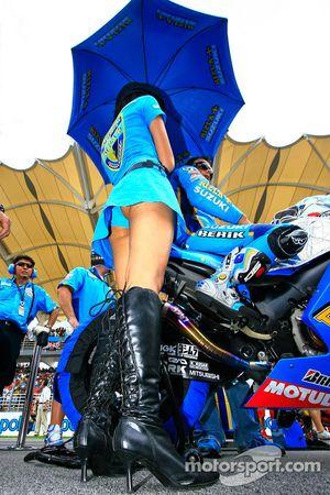 Промо-девушка Rizla Suzuki MotoGP