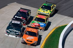Tony Stewart, Dale Earnhardt Jr., Kyle Busch, Denny Hamlin et Matt Kenseth