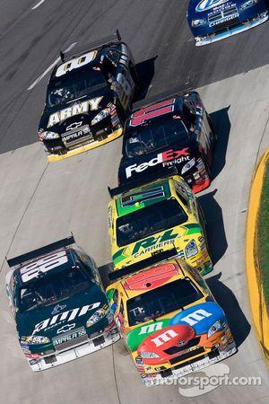 Kyle Busch, Dale Earnhardt Jr., Matt Kenseth, Denny Hamlin et Aric Almirola