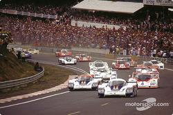 Arrancada: Jacky Ickx;Derek Bell toma el liderato tras Jochen Mass;Vern Schuppan