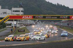Tiago Monteiro, SEAT Sport, SEAT Leon TDI prend la tête dès le début de la course