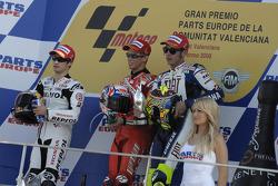 Podio: el ganador de la carrerar Casey Stoner, el segundo clasificado Dani Pedrosa, y el tercer clas