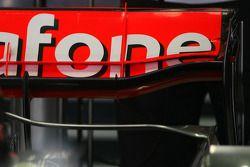 Новое заднее антикрыло на машине Льюиса Хэмилтона, McLaren Mercedes