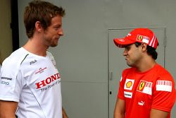 Séance photo de la Wings For Life Livery Red Bull Racing David Coulthard : Jenson Button, Honda Racing F1 Team et Felipe Massa, Scuderia Ferrari