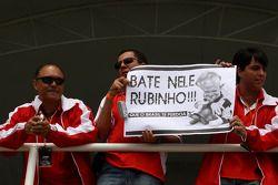Rubens Barrichello, Honda Racing F1 Team, et une bannière