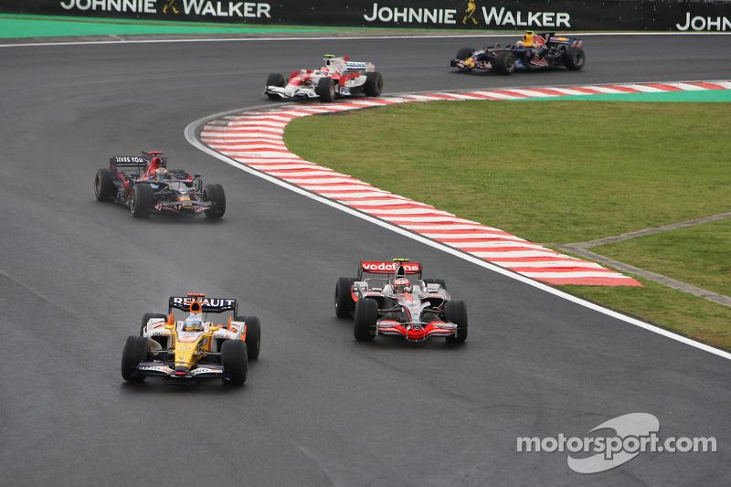 Fernando Alonso, Renault F1 Team y Heikki Kovalainen, McLaren Mercedes