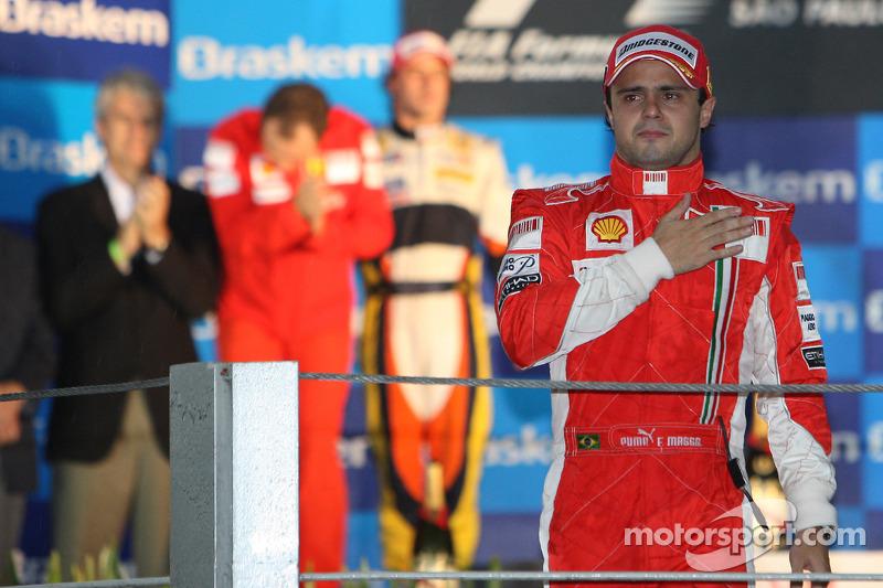 O paulistano Felipe Massa esteve a poucos segundos de ser campeão mundial em casa