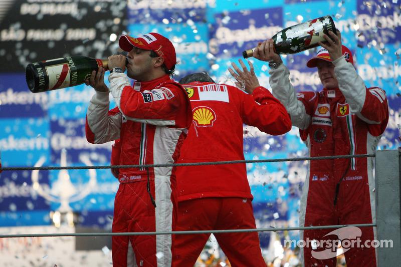 Podio: champaña para Felipe Massa, Kimi Raikkonen y Stefano Domenicali
