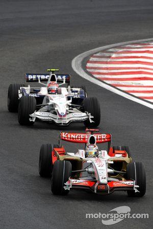 Adrian Sutil, Force India F1 Team, VJM-01 leads Robert Kubica, BMW Sauber F1 Team, F1.08