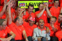 2008 World Champion Lewis Hamilton celebrates with Ron Dennis, Heikki Kovalainen and Mercedes team m