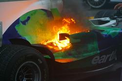 Honda Racing F1 Team RA108 de Jenson Button pega fogo