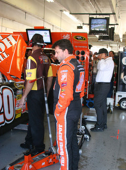 Tony Stewart watches his crew prepare his backup car