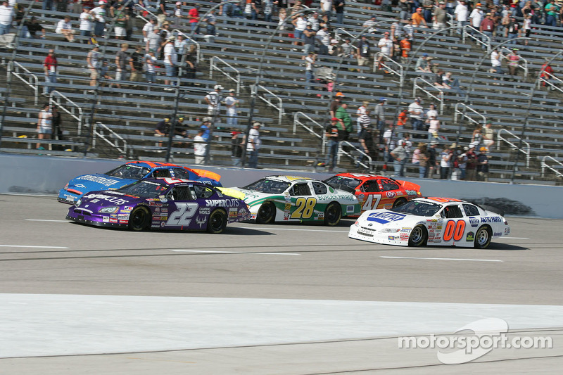 Marc Davis, Mark Green, Kenny Wallace, Kelly Bires and Josh Wise bunch up coming off of corner four