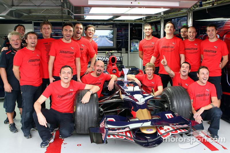Sebastian Vettel con el equipo