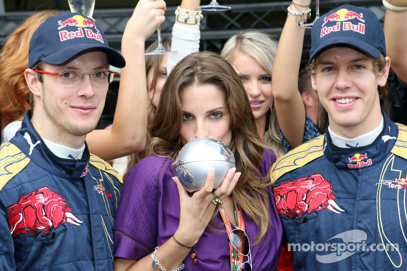 Concurso Formula 1 Girl: a vencedora com Sébastien Bourdais e Sebastian Vettel