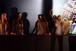 End of season party, Memorial da America Latina: girls at the entrance