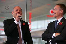 Ron Dennis y Martin Whitmarsh en el escenario