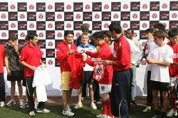 Hand over of team shirts from A1 drivers and Chengdu Blades
