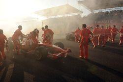 Felipe Massa ve Kimi Raikkonen celebrate ve burnouts