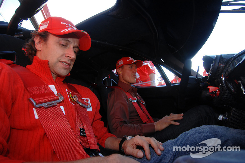 Sunday: Luca Badoer ve Michael Schumacher
