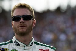 Dale Earnhardt Jr. Durant l'hymne national