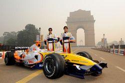 Nelson A. Piquet et Lucas Di Grassi posent durant une séance photo