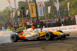 Lucas Di Grassi in the Renault F1 R28