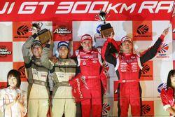 Championship podium: GT500 champions Satoshi Motoyama and Benoit Treluyer, GT300 champions Kazuki Ho