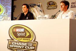 Jimmie Johnson et Carl Edwards parlent avec les médias pendant la conférence de presse Championship