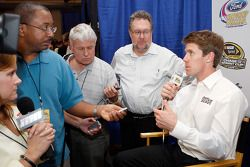 Carl Edwards discute avec les médias après la conférence de presse Championship Contenders 2008