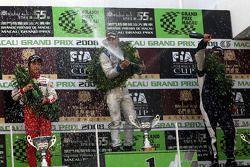 Podium: champagne pour Edoardo Mortara, Keisuke Kunimoto et Roberto Streit