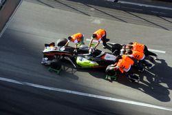 Crash of Sam Bird, Manor Motorsport : the car is removed