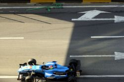 After the crash of Sam Bird: the tools are still on the track when the cars come back