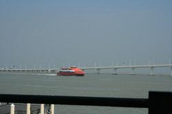 Des ferries rapides entre Hong Kong et Macau amènent les foules