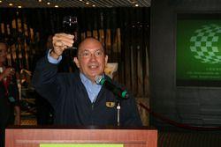 Macau Grand Prix Museum: Costa Antunes propose un toast