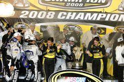 Ligne d'arrivée du championnat: Jimmie Johnson célèbre son titre NASCAR Sprint Cup Series 2008