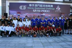 Session de basket-ball: les équipes prennent des photos