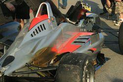 Les restes de la voiture de Roberto Merhi